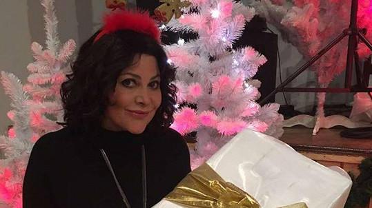 Ilona Csáková už má dárky nakoupené, cukroví ale letos péct nestíhá.