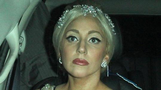 Lady Gaga jako elegantní dáma.