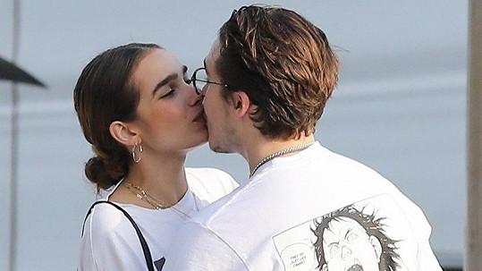 Brooklyn Beckham s novou přítelkyní Hanou Cross