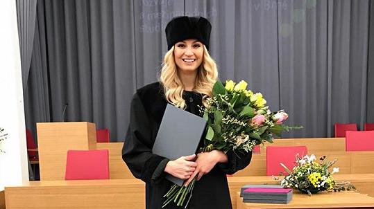 Tereza Fajksová dostudovala vysokou školu.