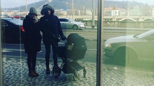 Rodinka na první procházce