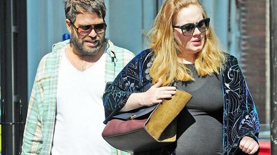 Adele a její přítel Simon podle všeho v pátek v noci přivítali na svět svého syna.