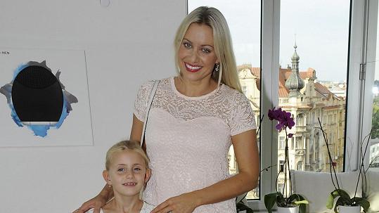 Emily Janečková s maminkou Terezou Mátlovou