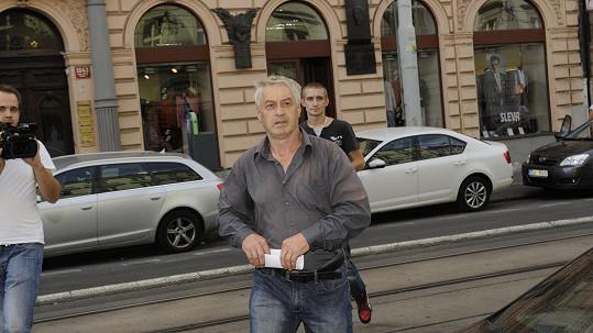 Na tváři má Josef Rychtář opět sebejistý výraz...