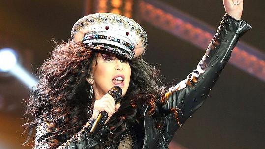 Cher během jednoho ze svých koncertů.