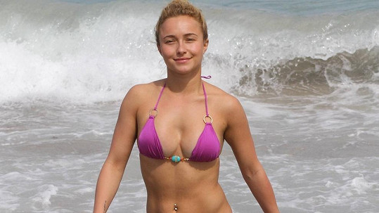 Hayden Panettiere si užívala na pláži.