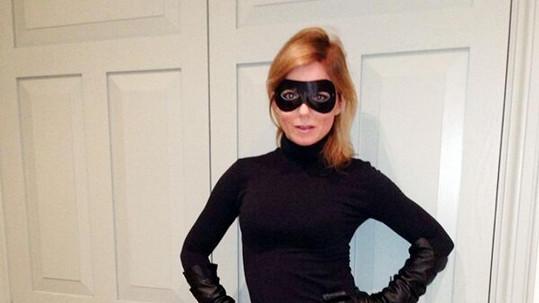 Geri Halliwell její kostým náramně sluší.