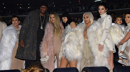 Příbuzenstvo Kanyeho Westa na jeho velkolepé show nemohlo chybět.
