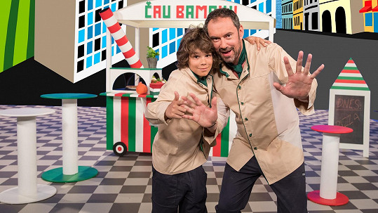 Emanuele Ridi a jeho syn Giacomo jako dva pizzaři v pořadu Čau Bambini