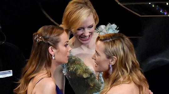 Kate Winslet na Oscarech sdělovala kolegyním něco hodně zajímavého...