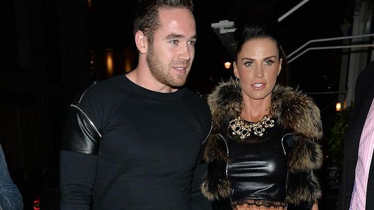 Katie Price i manžel Kieran Hayler si oblíbili modelčinu výrazně menší velikost košíčků...