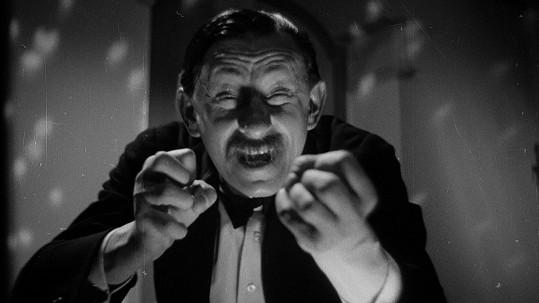 Skvělý Vlasta Burian ve filmu U pokladny stál...