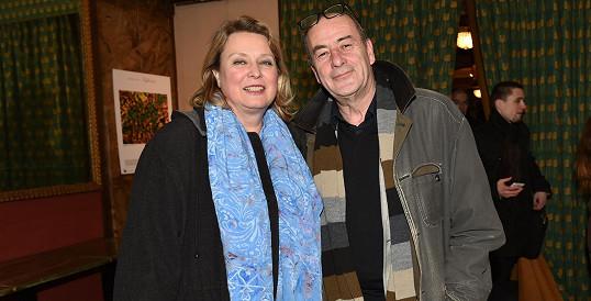 Kateřina Lojdová po příchodu do předsálí kina Lucerna s manželem Michelem Fleischmannem