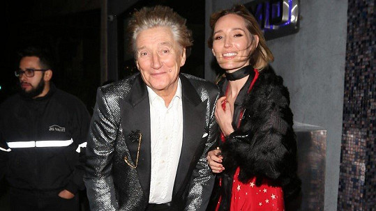 Rod Stewart se s dcerou Ruby objevil na akci v Kalifornii.