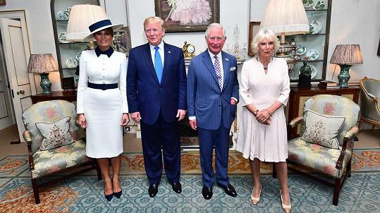 Zleva Melania Trump, prezident Donald Trump, princ Charles a vévodkyně Camilla