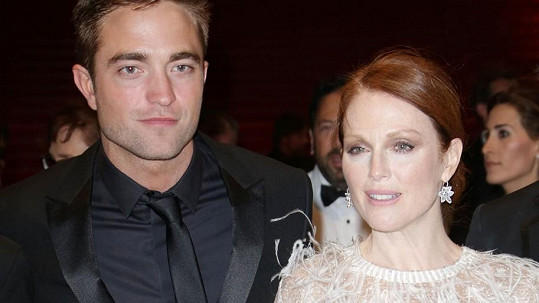 Robert Pattinson a Julianne Moore na premiéře filmu Maps to the Stars v Cannes