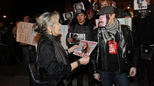 Demonstrace před Rudolfinem.