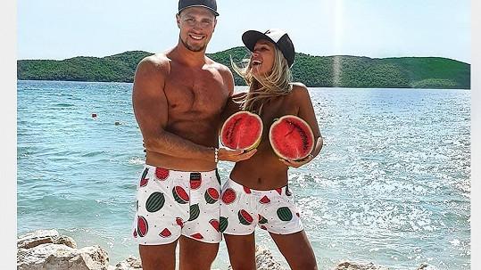 Nela Slováková s přítelem a melouny