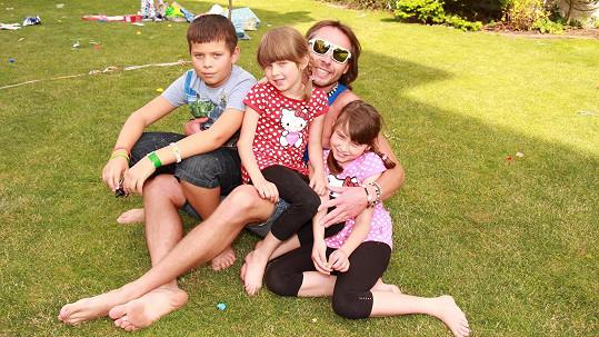 Jan Tuna s dětmi