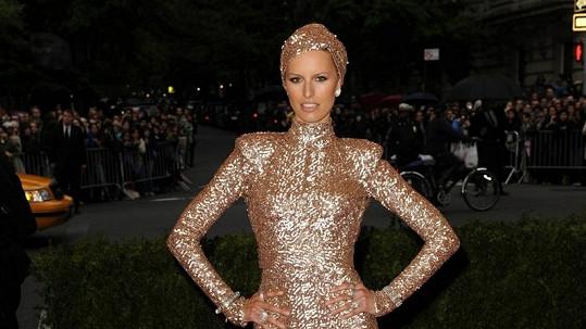Karolína Kurková v neobyčejných šatech zářila.