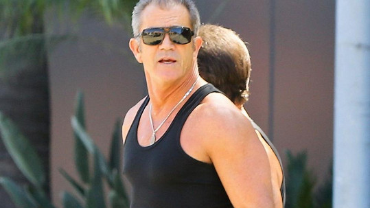 Mel Gibson s trenérem cestou z posilovny.