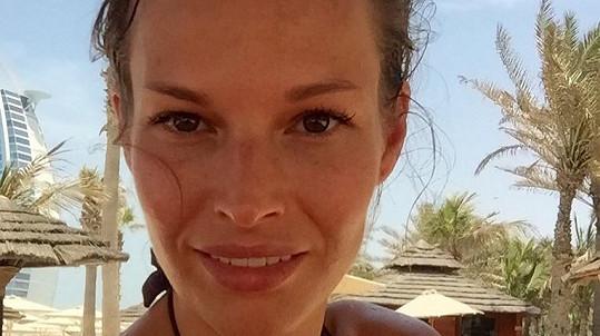 Na dovolené téměř nepoužívala make-up.