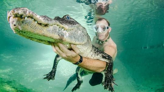 Tohle v bazénu jen tak nezažijete.