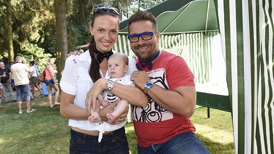 Zoli Sallai s partnerkou Kateřinou a synem Zolim