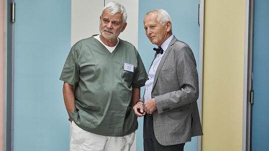Kardiochirurg Jan Pirk s hercem Petrem Štěpánkem (vlevo)
