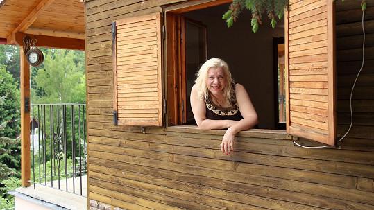 Marie Pojkarová tráví část léta na své chatě na Slapech.
