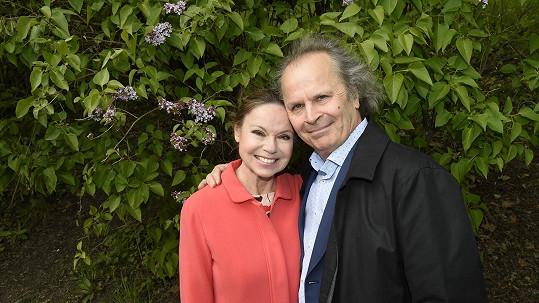 Eva a Václav Hudečkovi jsou manželé čtyřicet let a klape jim to...