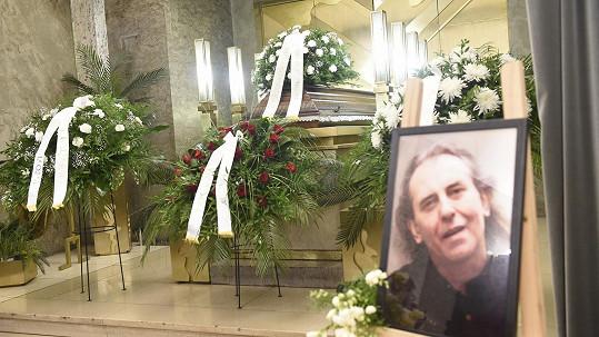 Rodina, kolegové a přátelé se rozloučili s hudebníkem Víťou Vávrou.