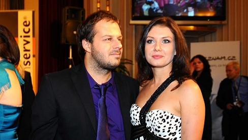Berenika Kohoutová je čerstvě rozvedená, vesele ale randí u Jo.