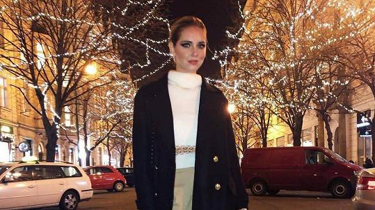 Fotka z Pařížské ulice nemůže módní ikoně chybět.