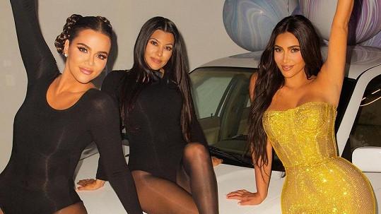 Sestry z klanu Kardashian-Jenner si narozeninové oslavy pořádně užily.