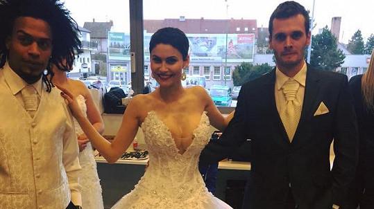 Vlaďka Erbová vyzkoušela sexy svatebky.