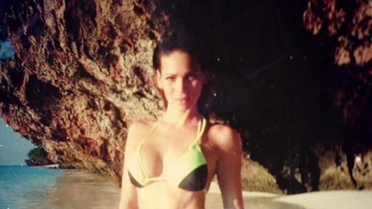 Andrea na pláži v Zanzibaru
