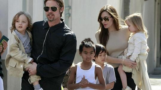 Brad Pitt se konečně mohl opět vidět s dětmi. Archivní foto