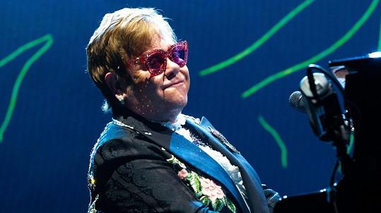 Elton John bojuje s infekcí.