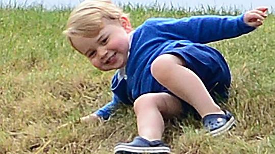 Prince George posezení na svahu vyloženě bavilo...