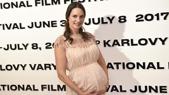 Terezie Dobrovolná má další holčičku. Před porodem ještě stihla festival ve Varech.