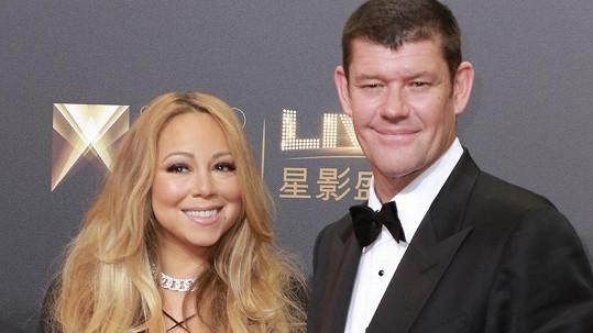 Mariah Carey se od Jamese Packera dočkala zásnubního prstýnku.