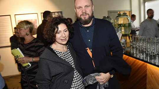 Těhotná Martha Issová s partnerem Davidem Ondříčkem