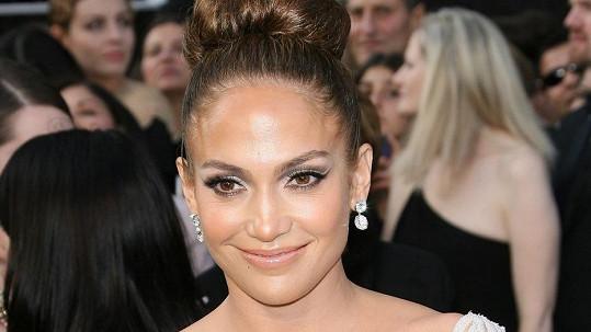Jennifer Lopez si přijde na stovky miliónů korun.