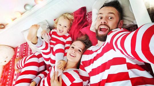Michael Foret s manželkou Eliškou a dcerou Liou už jsou naladěni na Vánoce.