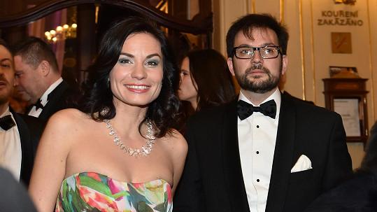 Vdovu po slavném architektovi Janu Kaplickém doprovázel do Státní opery její kamarád.