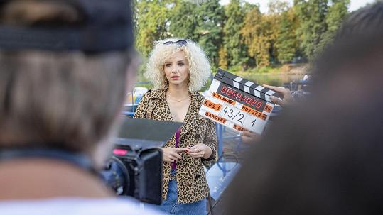 Jana Plodková hraje ve filmu podle románu Bábovky Radky Třeštíkové prostitutku.