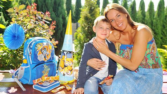 Lucie se synem Ríšou, druhým školákem v rodině