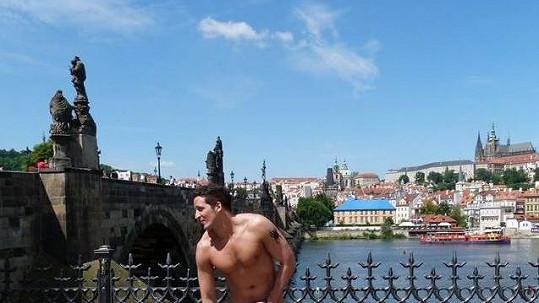 Radim Schwab se svlékl a ukázal mužné tělo.
