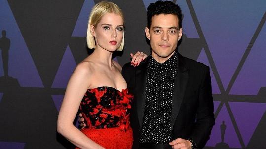 Snoubenci z filmu Bohemian Rhapsody Rami Malek a Lucy Boynton jsou pár i ve skutečnosti.